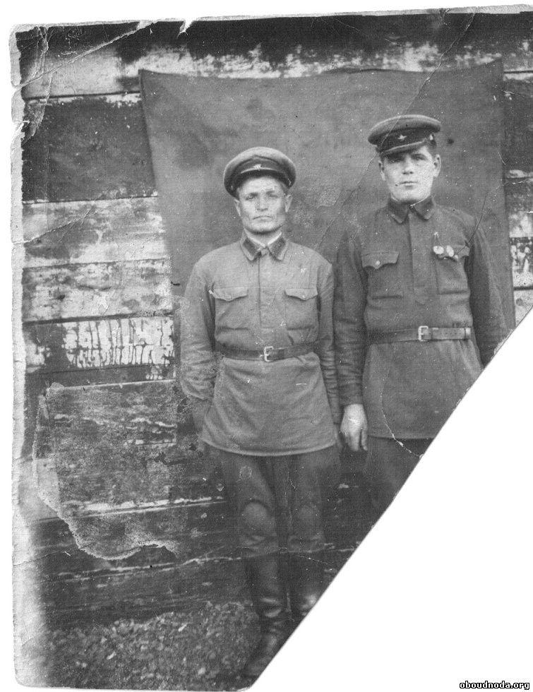 Добрынин Николай Иванович слева